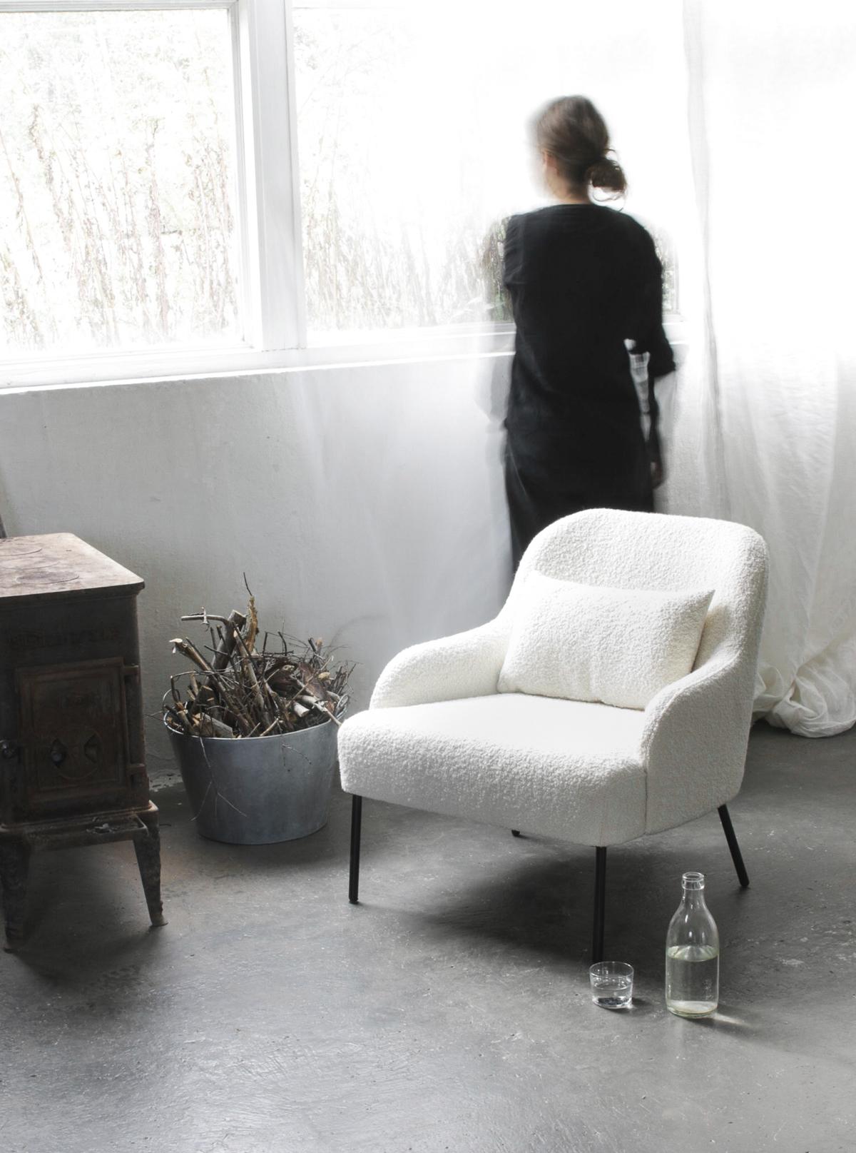 2K2H_Vika_lounge_chair_stol_01a_yggoglyng